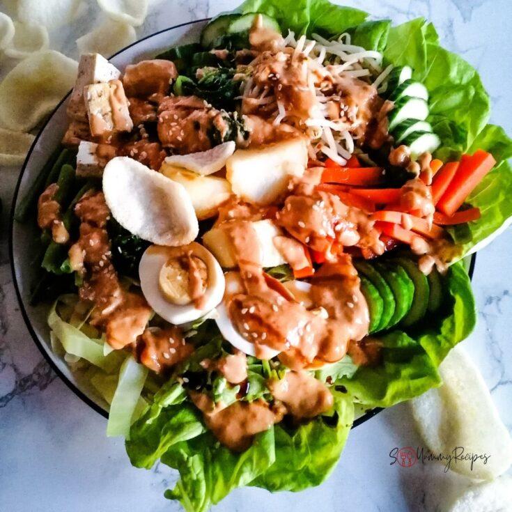 Gado-gado Jakarta with prawn crackers