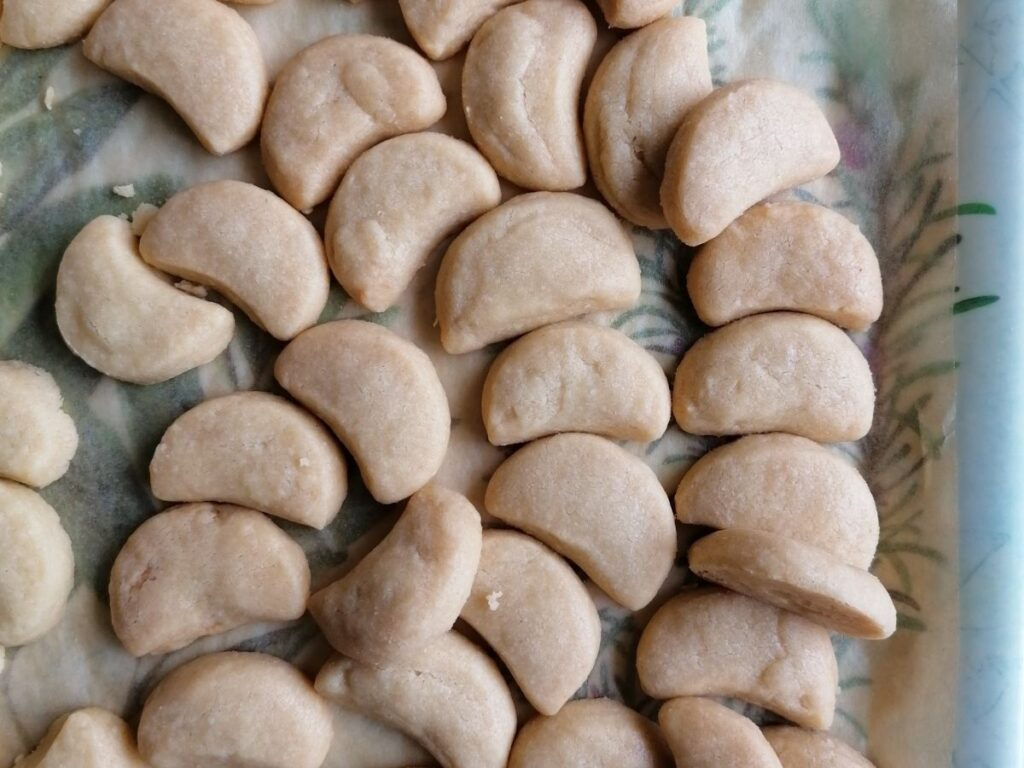 ready baked snow white cookies