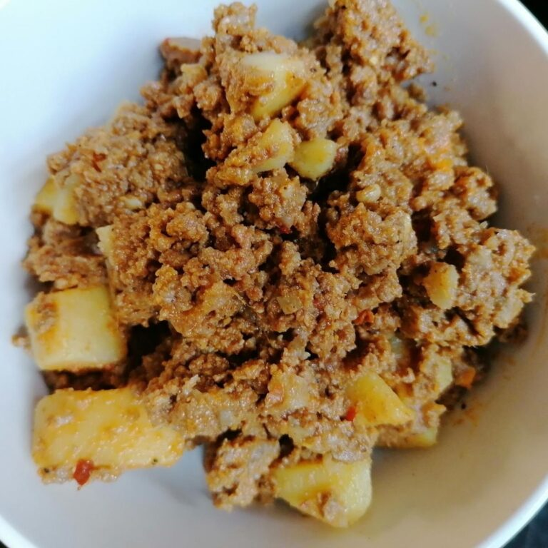 Pakistani aloo keema: minced meat and potato curry