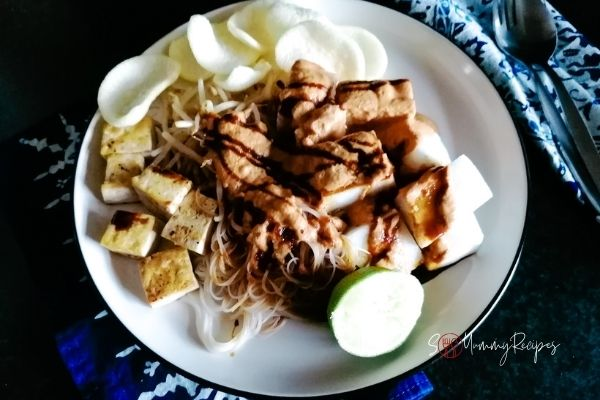 a plate of Ketoprak Jakarta, the vermicelli, beansprouts and tofu salad from Jakarta