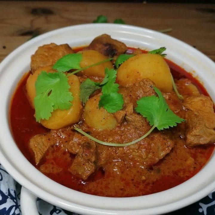 Pakistani lamb and potato curry - aloo gosht