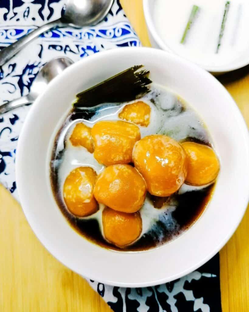 Kolak biji salak - Indonesian sweet potato balls in sugar syrup and coconut milk