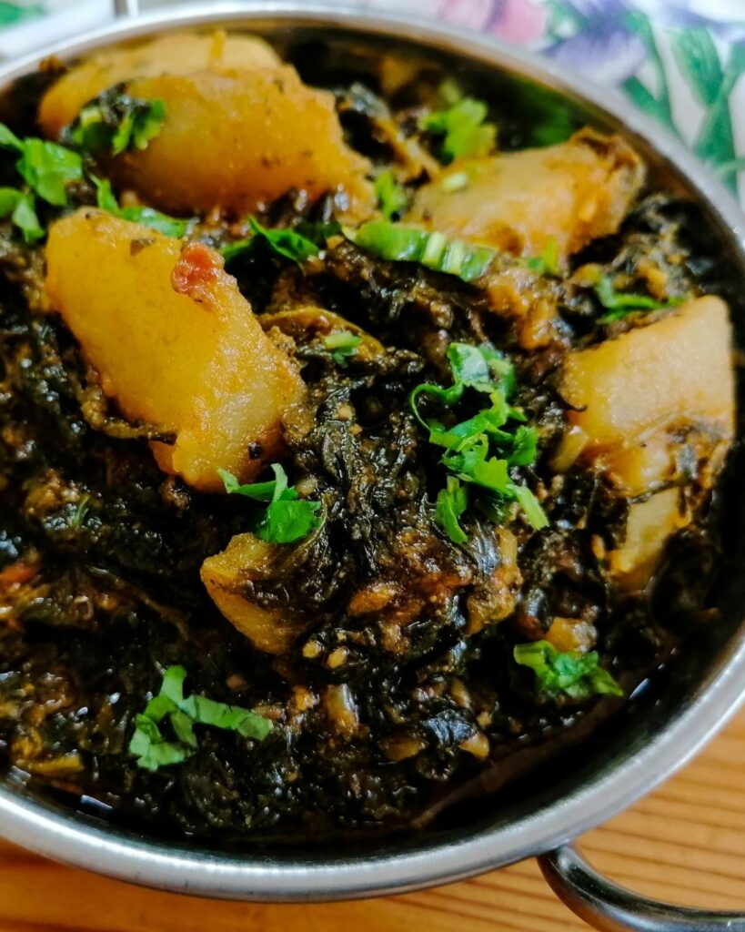 Spinach and potato curry - Pakistani aloo palak