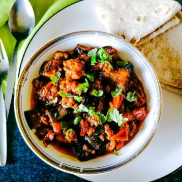 aubergine curry Pakistani style with chapatis