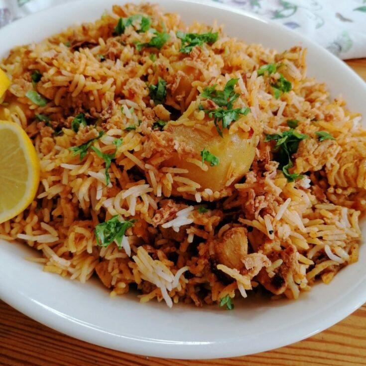 a dish of chicken biryani