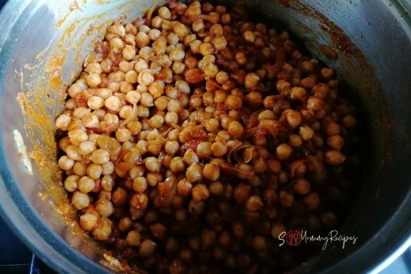 chickpeas in curry masala